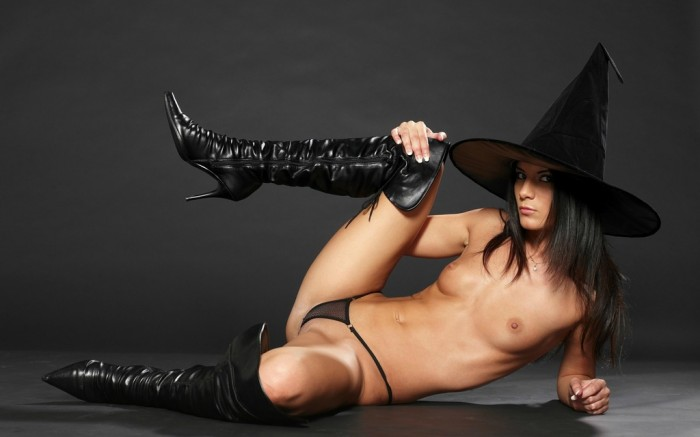 nude witch.jpg