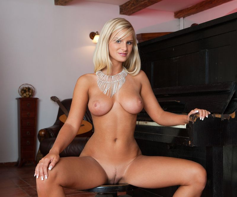 shaved piano blonde (8).jpg