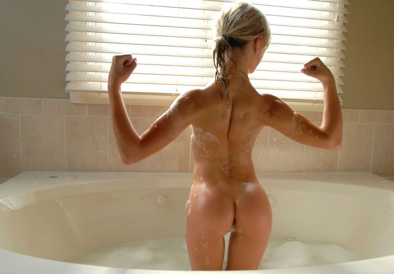 strong blonde bath time (15).jpg