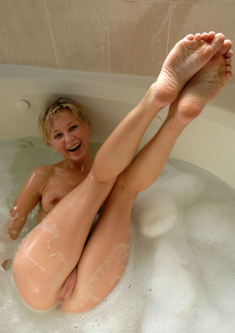 strong blonde bath time (17).jpg