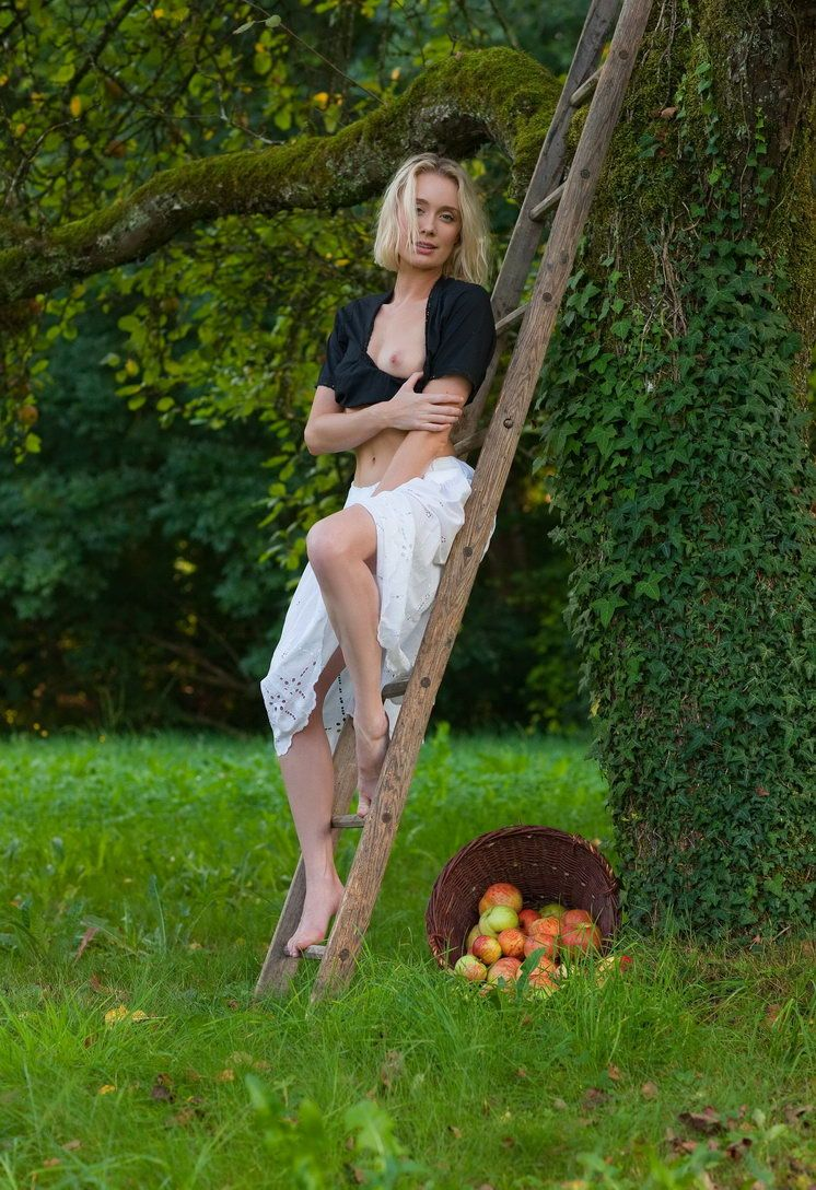 Apple Pickin Nudity (1).jpg