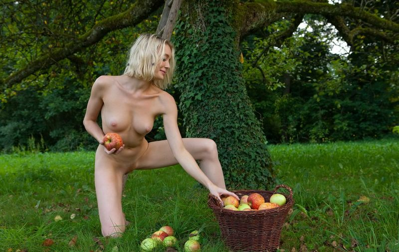 Apple Pickin Nudity (12).jpg