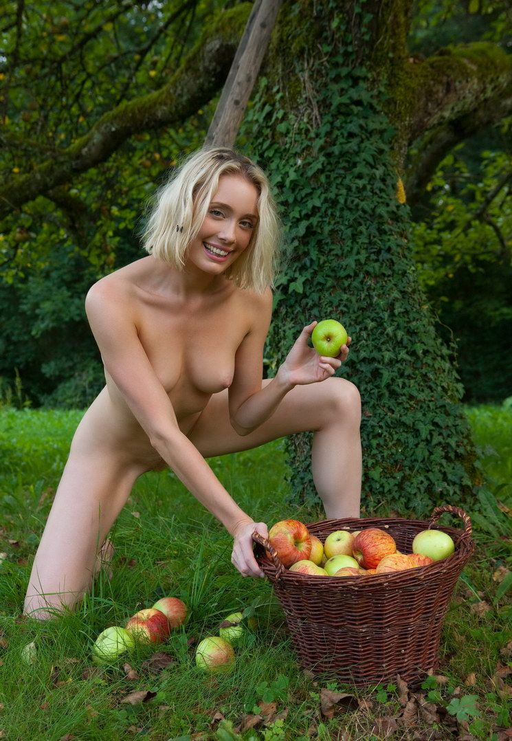 Apple Pickin Nudity (13).jpg