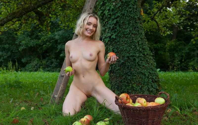 Apple Pickin Nudity (14).jpg