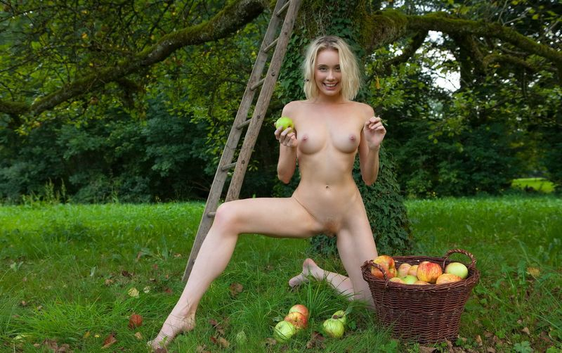 Apple Pickin Nudity (15).jpg