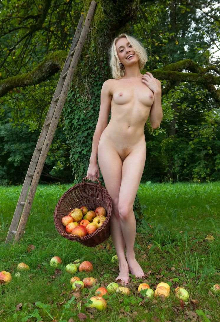 Apple Pickin Nudity (18).jpg