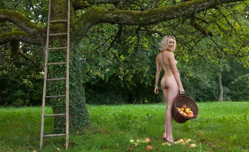 Apple Pickin Nudity (19).jpg