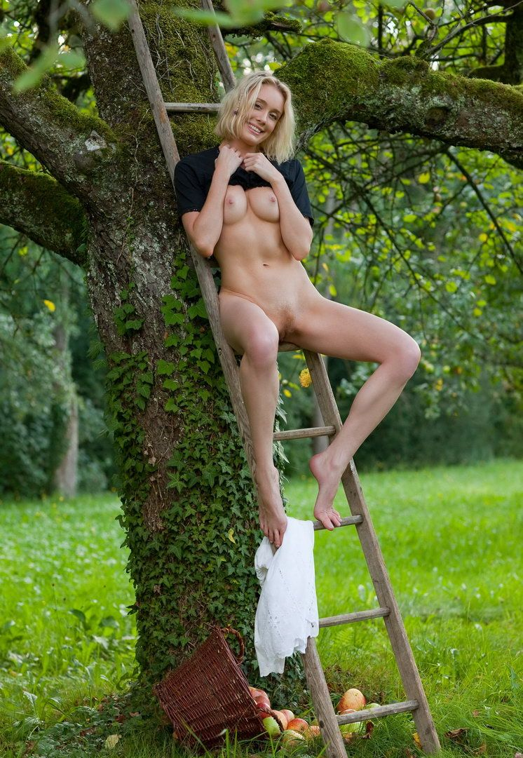 Apple Pickin Nudity (5).jpg