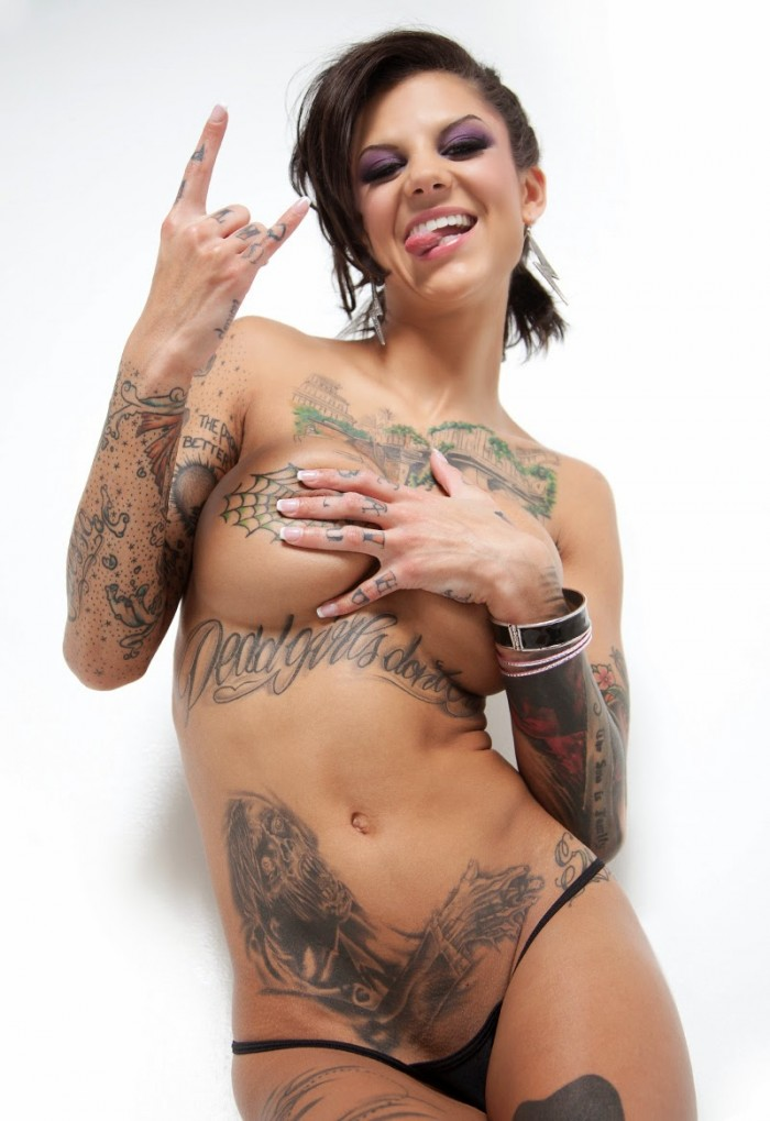 bonnie rotten covering her nipples.jpeg
