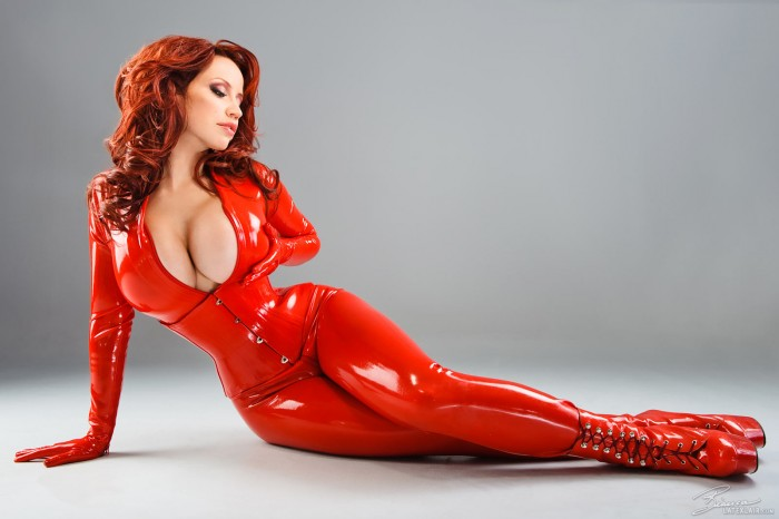 Biancca in latex.jpg
