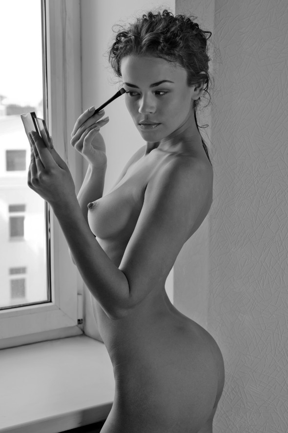 perfect eye brows while nude.jpg