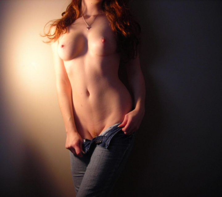 red head dropping her jeans.jpg