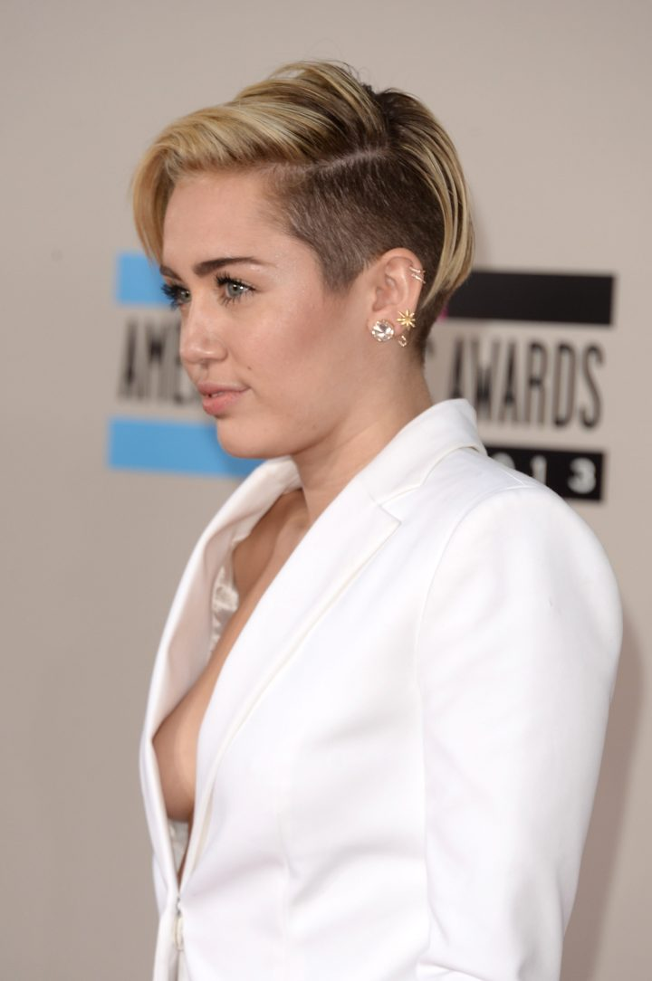 miley s professional sideboob 720x1084 Miley's professional Sideboob
