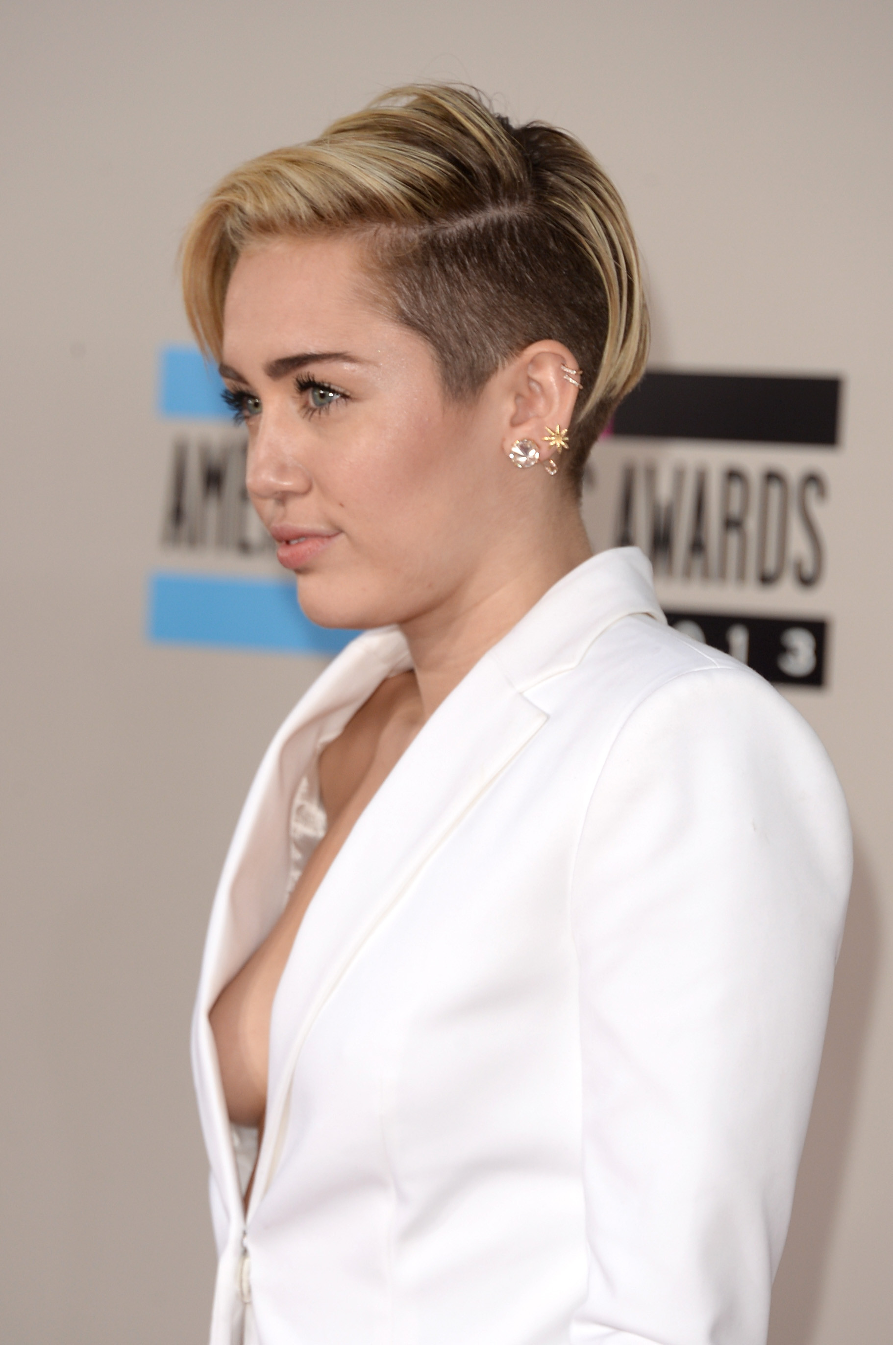 Miley's professional Sideboob