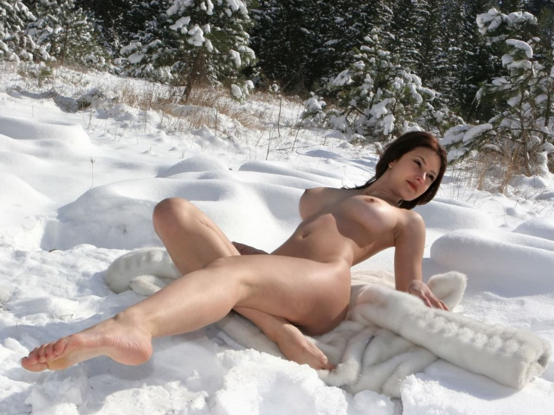 Nude In The Snow but On A Fur Coat So her Ass Doesn't FREEZE