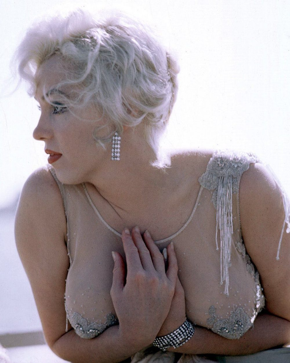 marilyn monroe holding her breasts 1000x1250 Marilyn Monroe holding her breasts