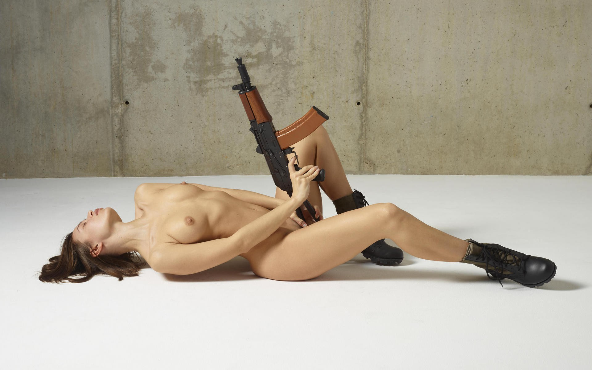 Nude woman with AK-47.jpg