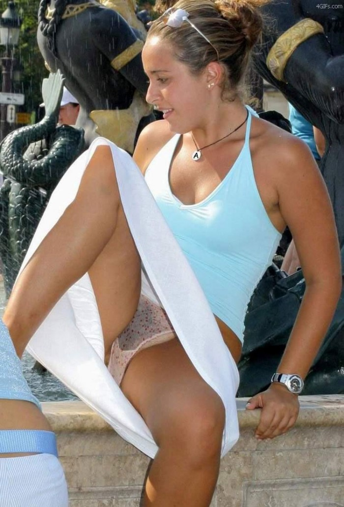 fountain upskirt.jpg