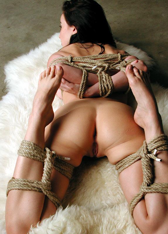 Девушки связанные веревкой бдсм фото