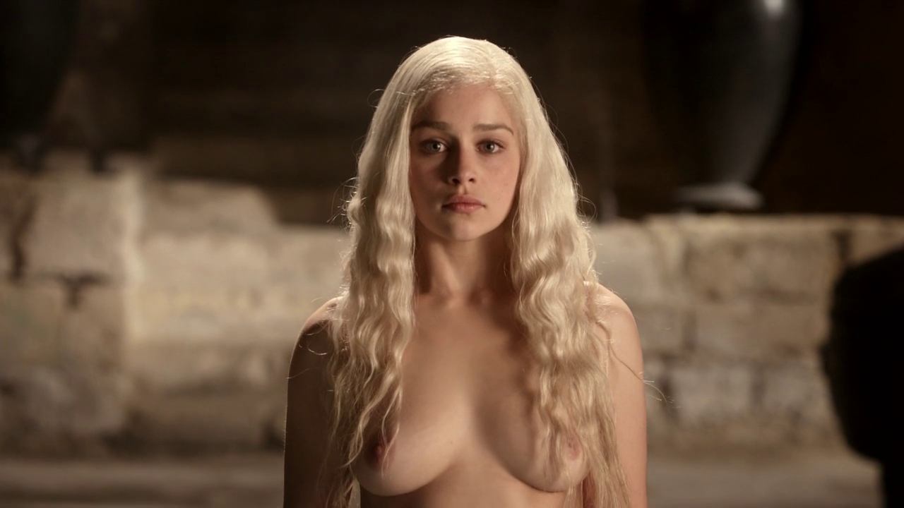 Emilia Clarke nude in game of thrones (1)