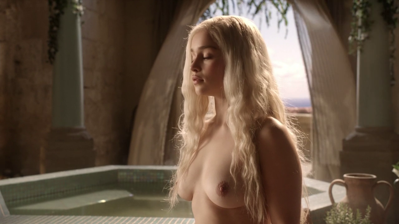 Emilia Clarke nude in game of thrones (2)