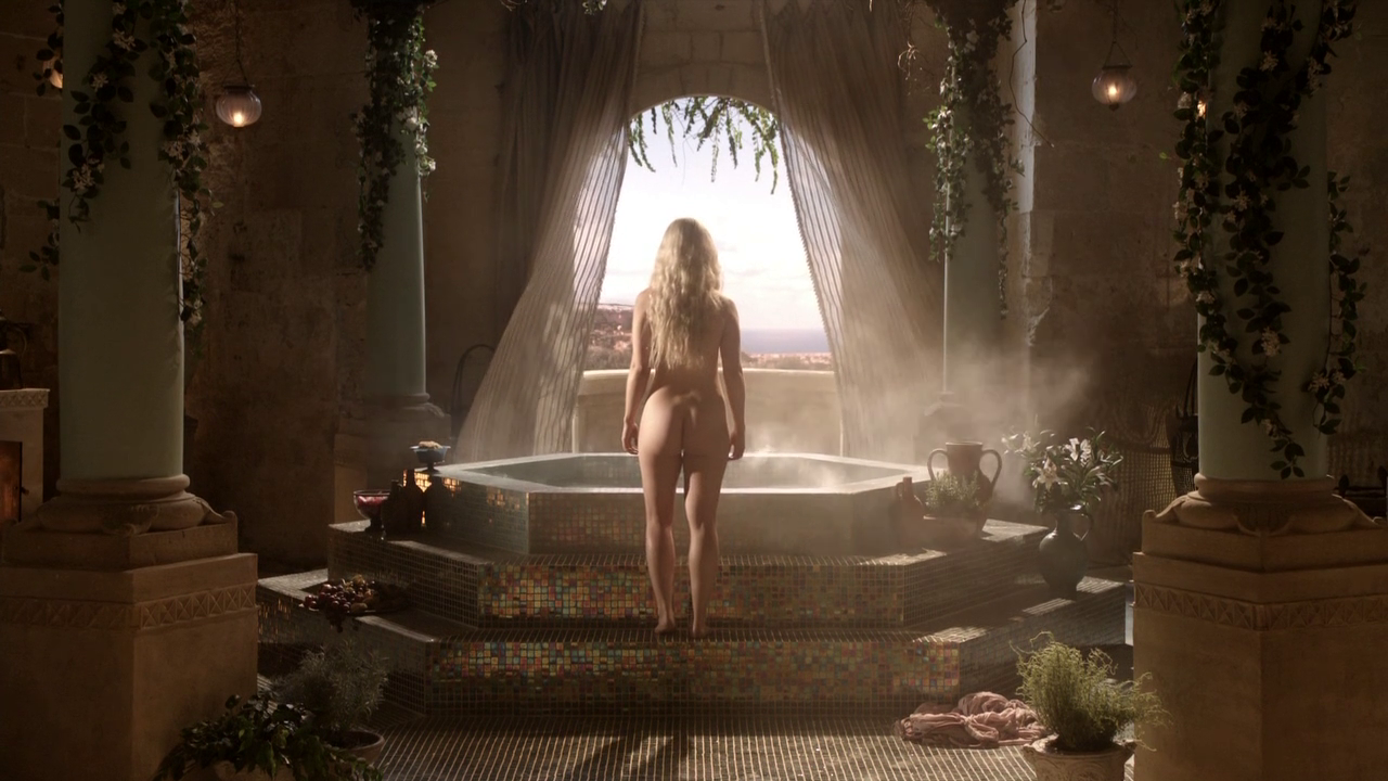 Emilia Clarke nude in game of thrones (4)