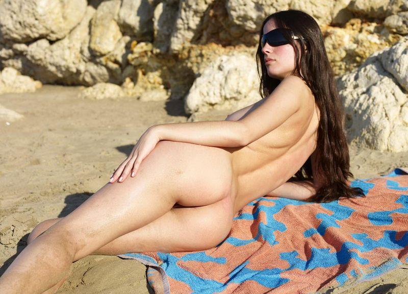 girl towel Nude beach