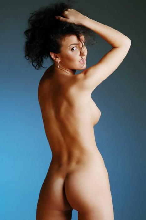 фото девушек голых студии
