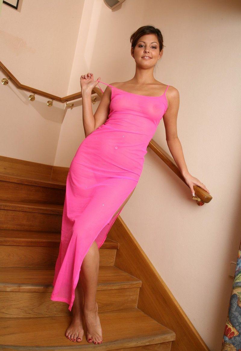 Просвечивающиеся платья без лифчика и трусов 3 фотография