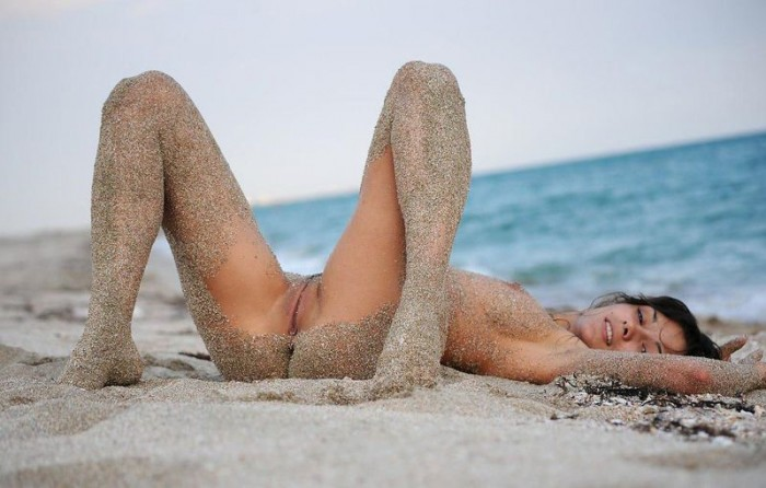 sandy beach woman 13 700x446 sandy girl