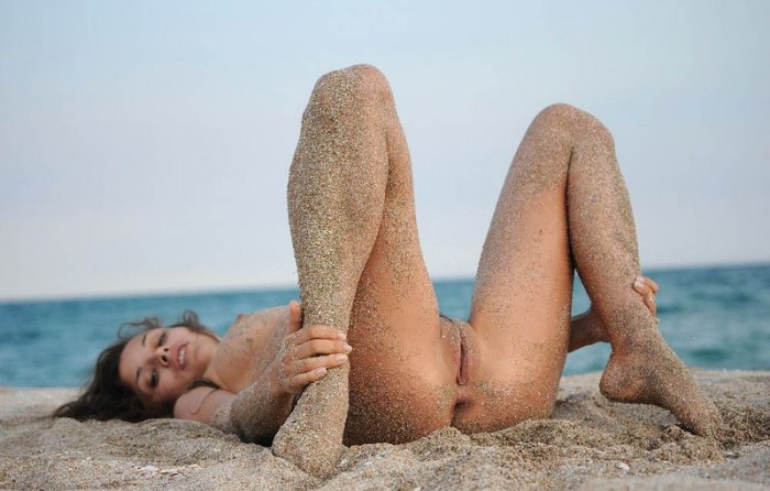 sandy beach woman 2 700x446 sandy girl