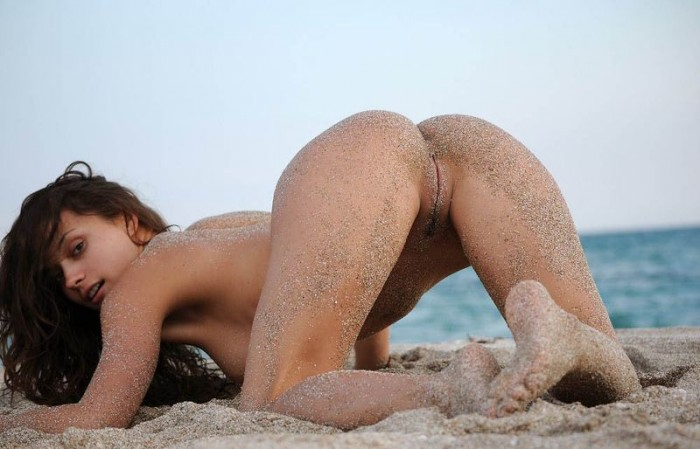 sandy beach woman 5 700x449 sandy girl