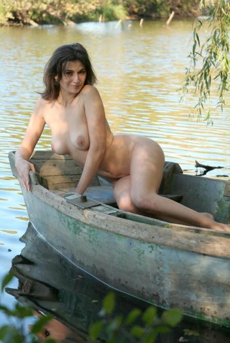 в лодке секс фото
