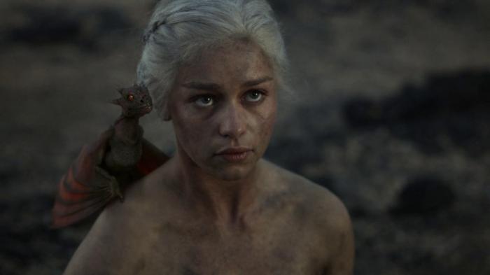vlcsnap 00011 700x393 Game of Thrones   Dragon Queen