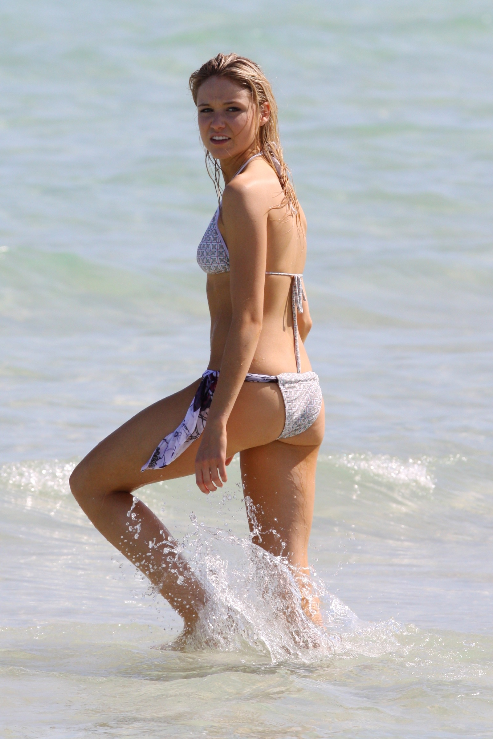 CelebBeach_Katrina_Bowden_Oct09_002