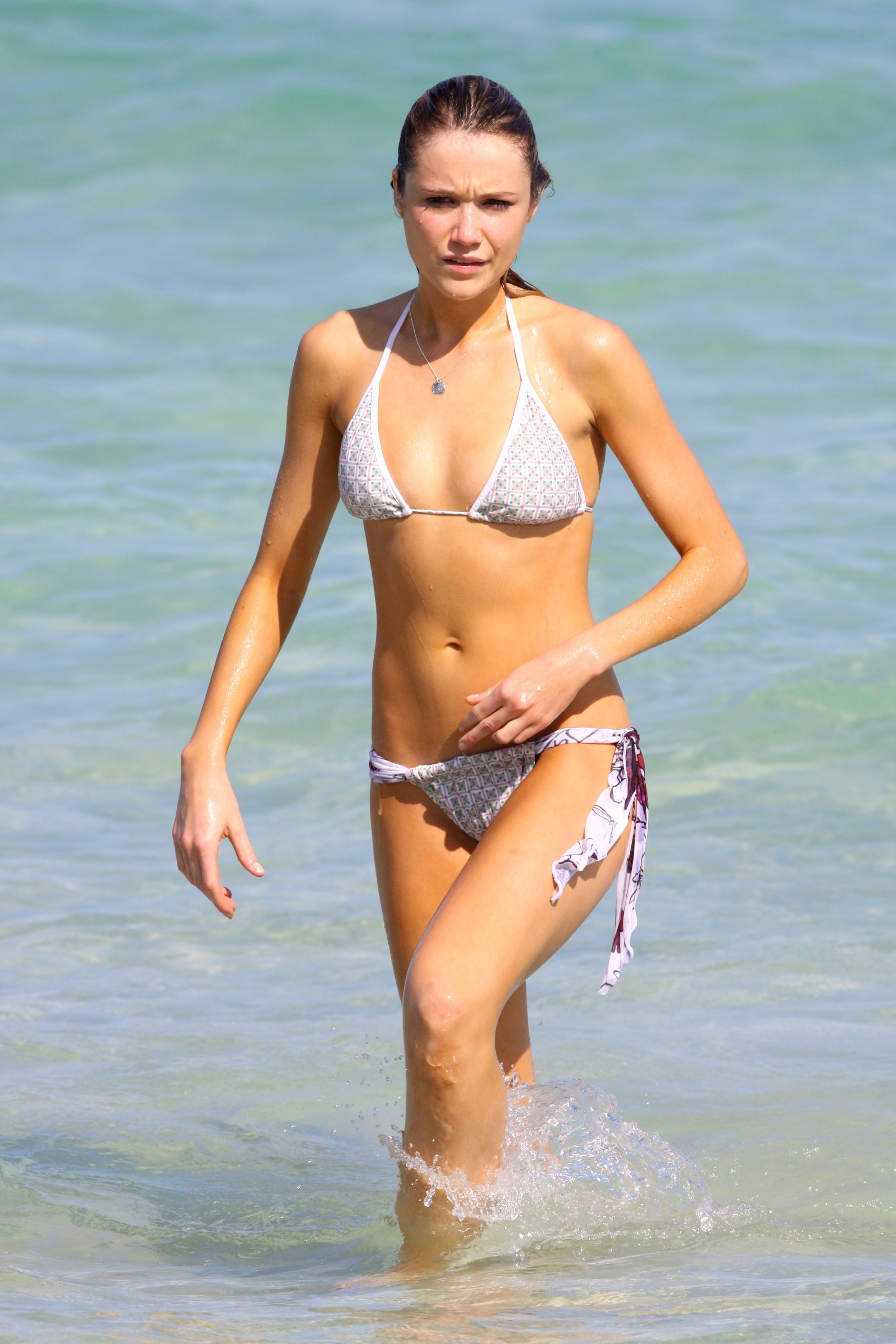 CelebBeach_Katrina_Bowden_Oct09_010