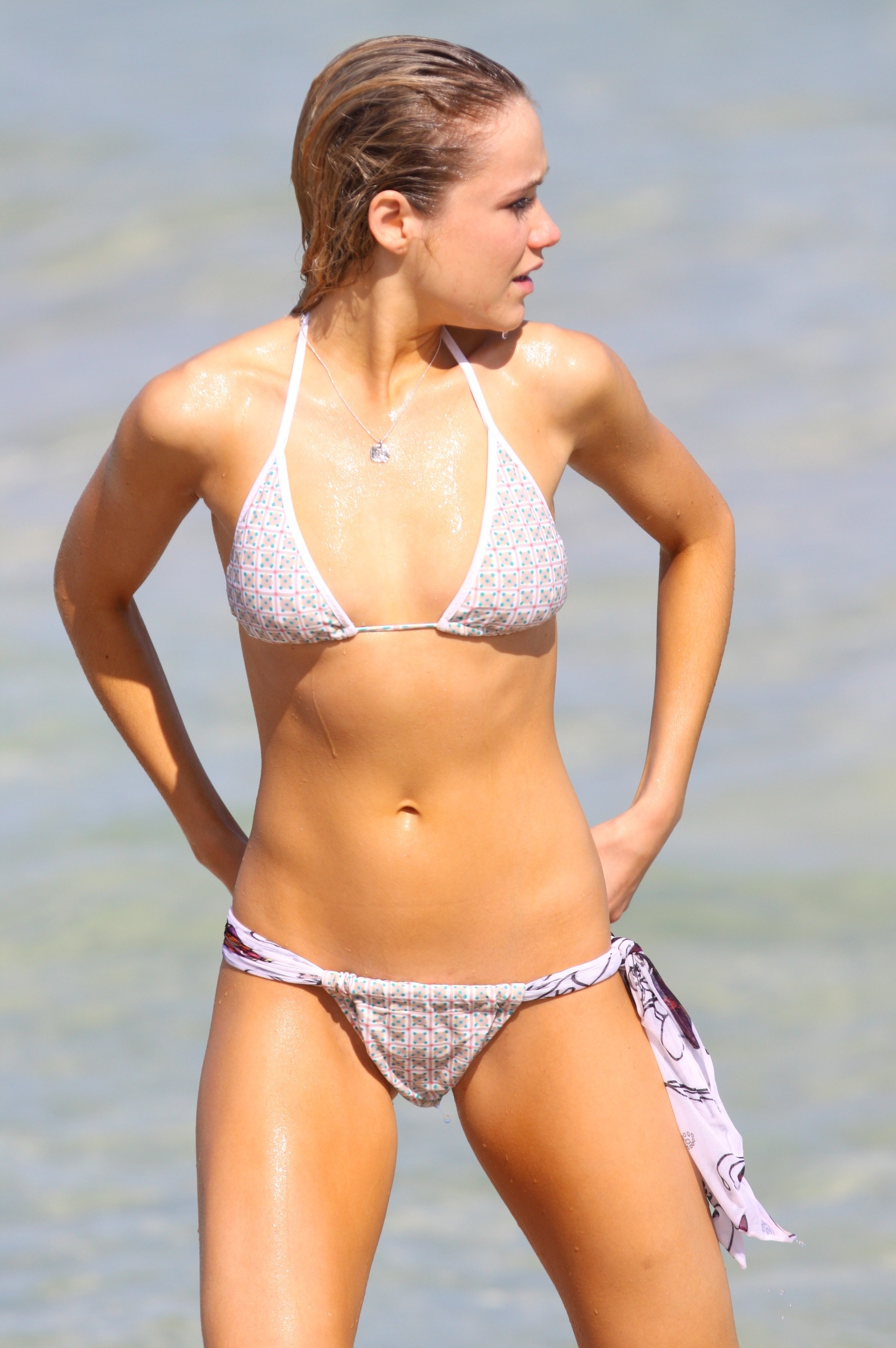 CelebBeach_Katrina_Bowden_Oct09_012