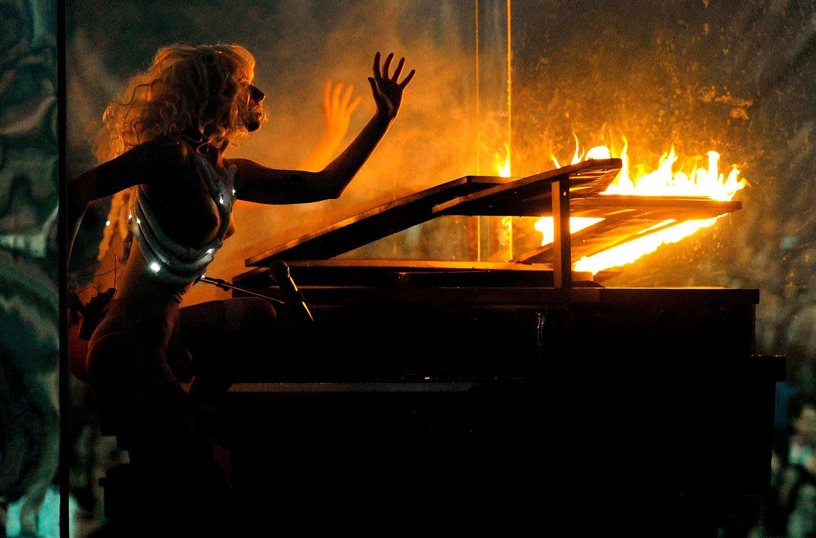 lady gaga – fire piano