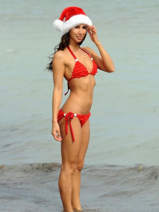 Leilani Dowding SantaToplessMiami 10 525x700 leilani dowding   topless xmas