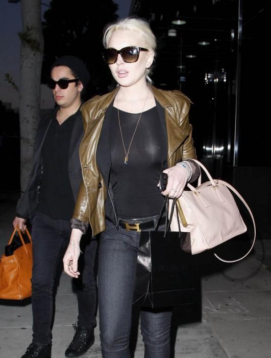 Lindsay lohan see throuhg 2012 01 01a 531x700 Lindsay Lohan   see through black top