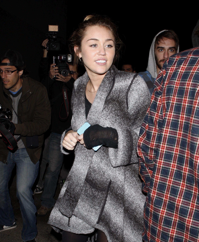 Miley_Cyrus_SeeThruNipple_12