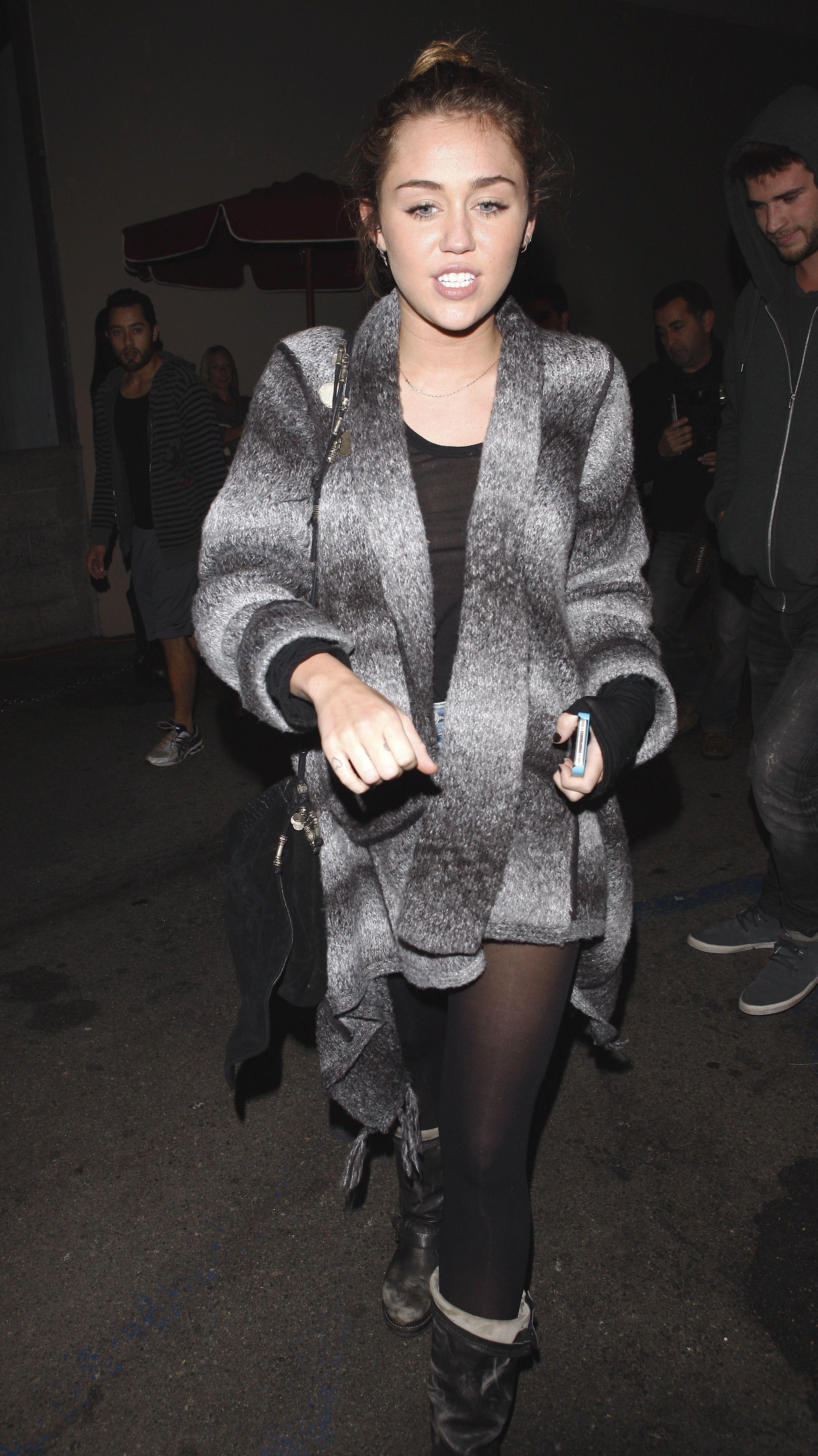 Miley_Cyrus_SeeThruNipple_21