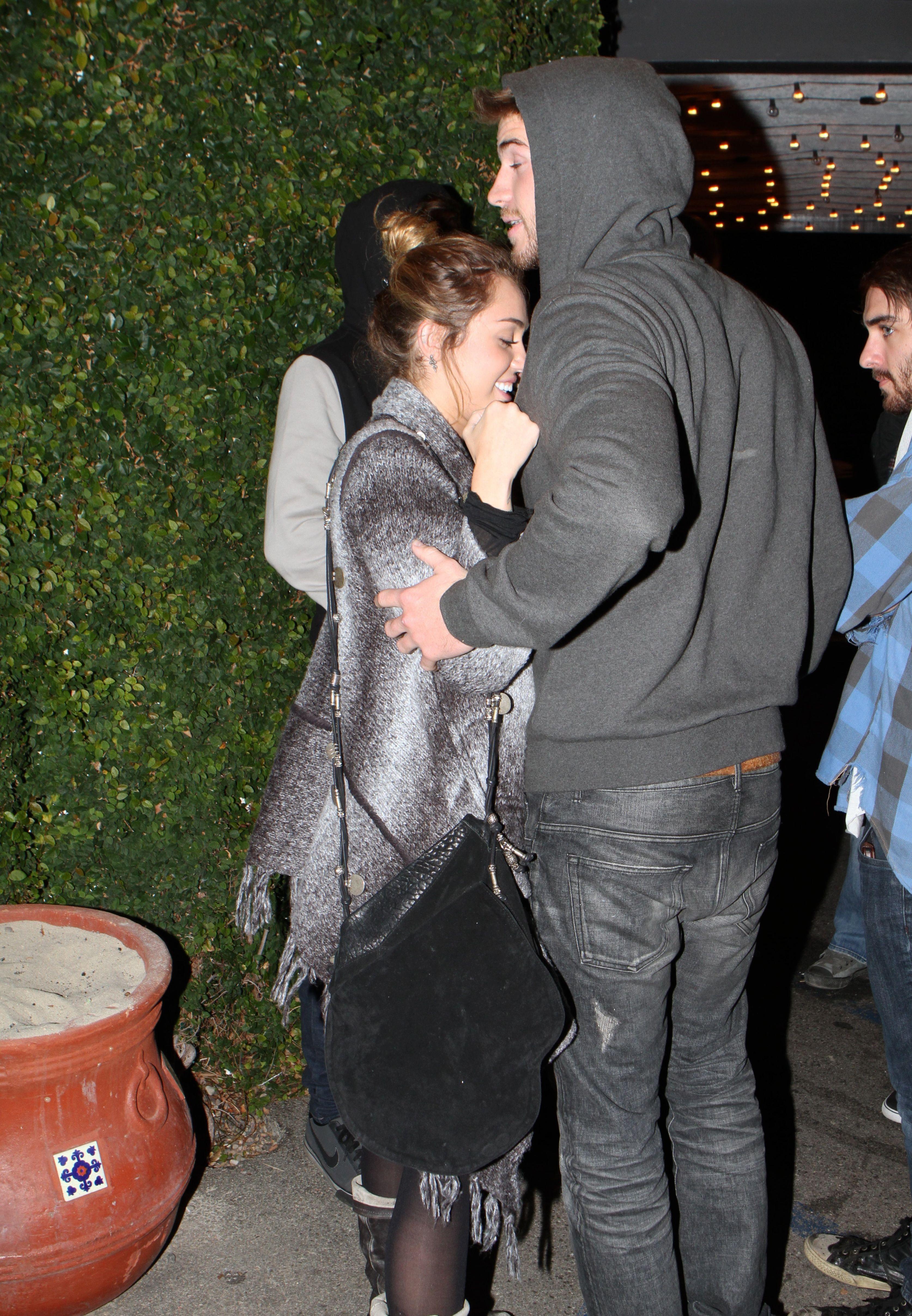Miley_Cyrus_SeeThruNipple_24