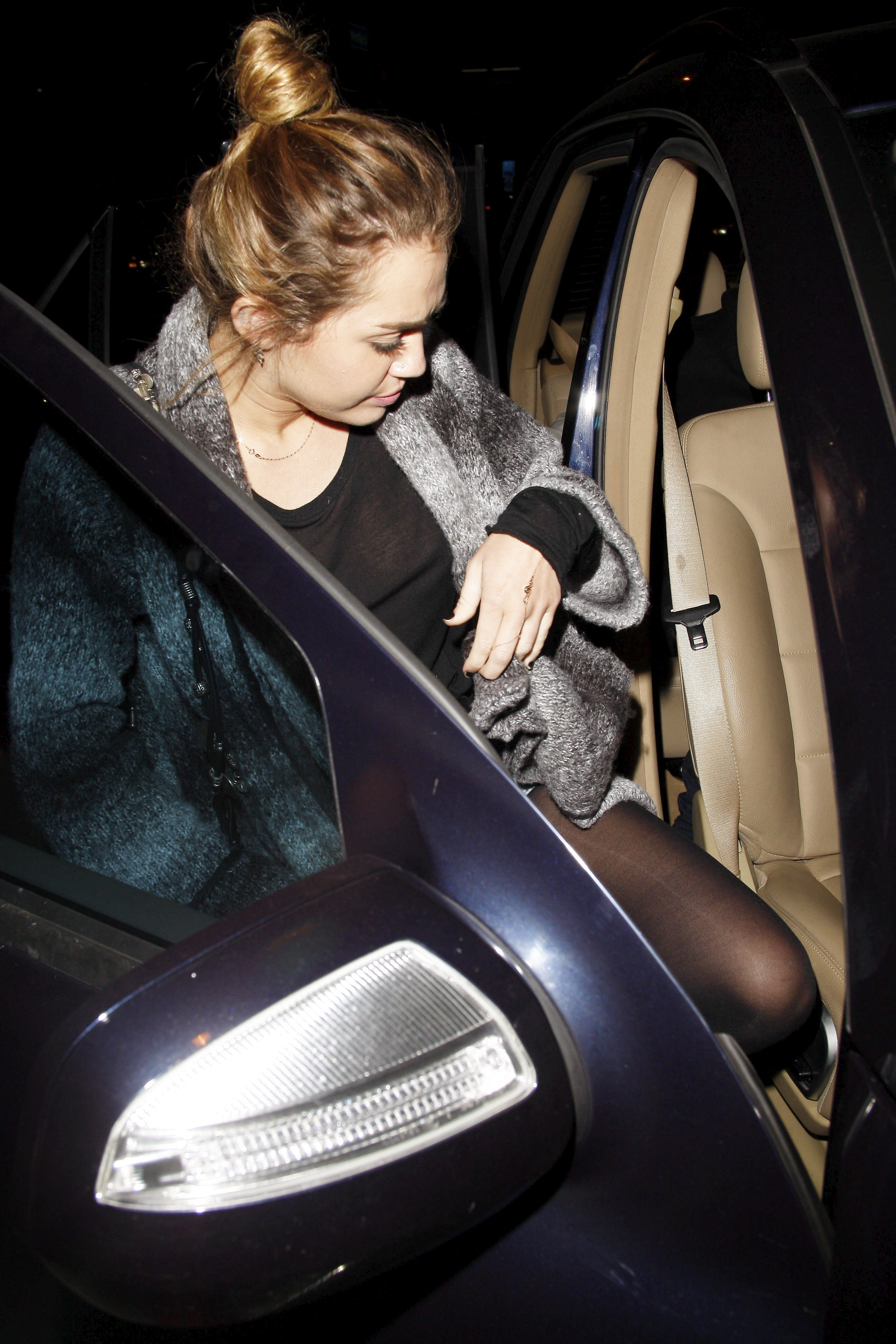 Miley_Cyrus_SeeThruNipple_7