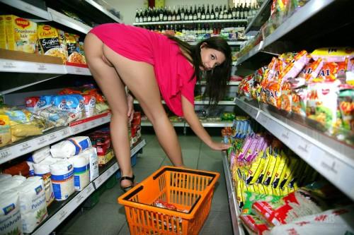 grocery upskirt