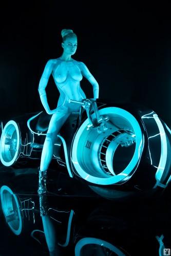 nude tron woman