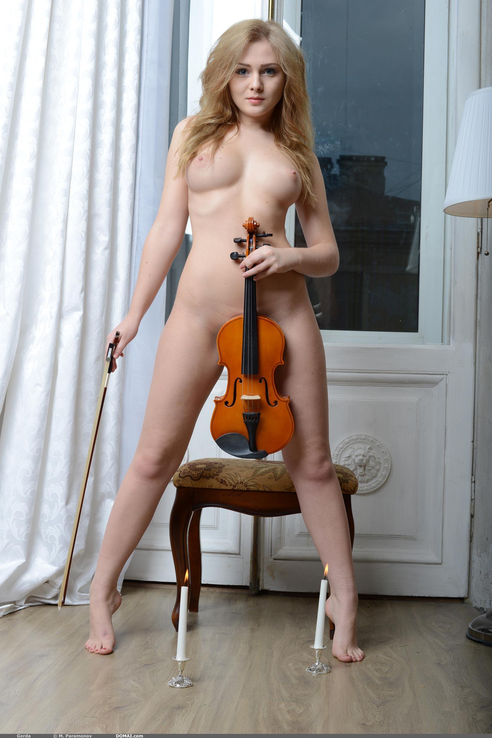Фото голой скрипачки 14 фотография