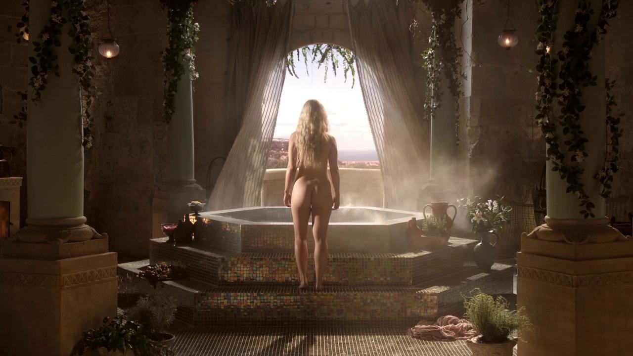 Emilia Clarke nude in game of thrones (4).png