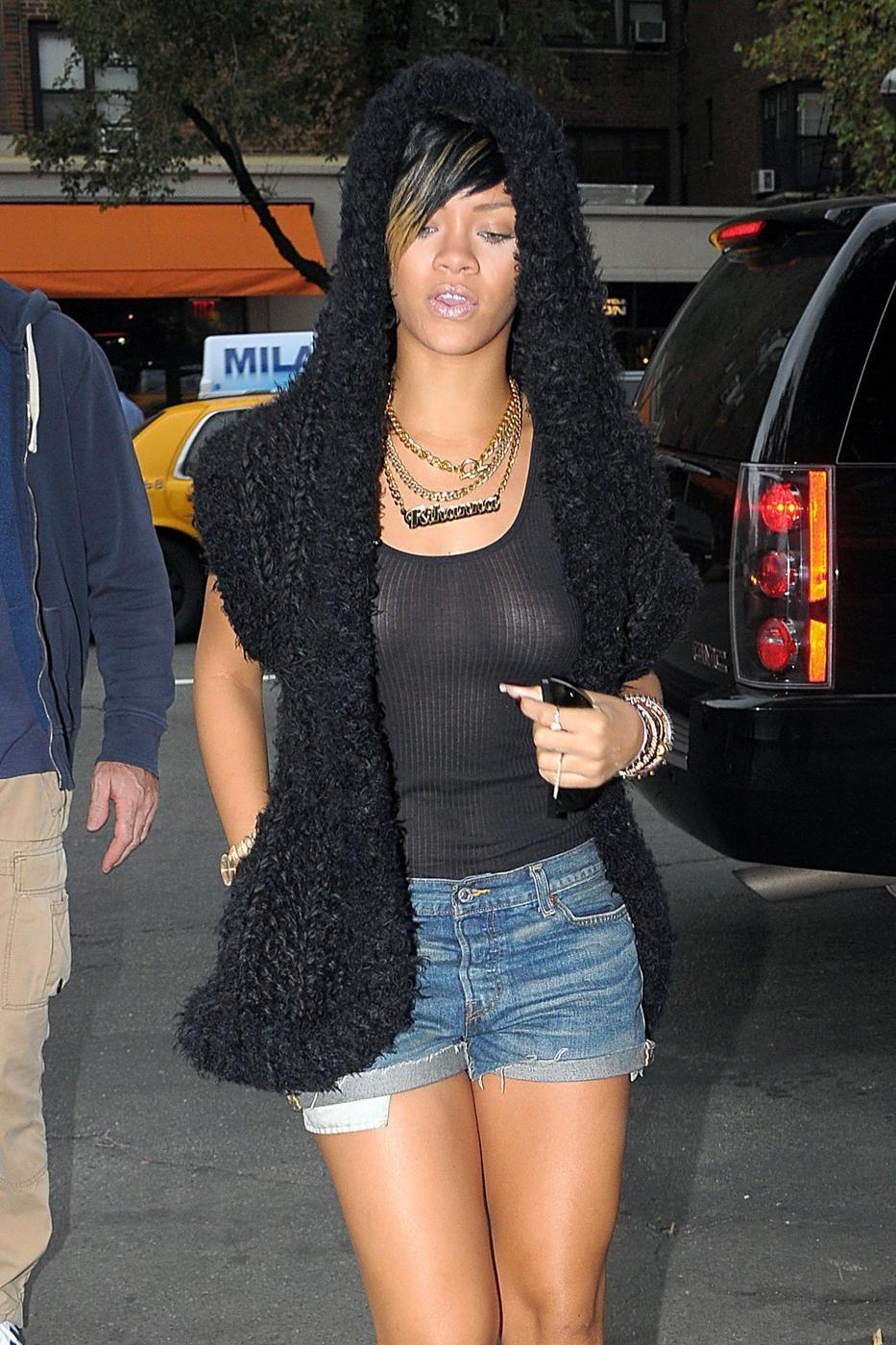 Rihanna_TitsThruBlack_1.jpg