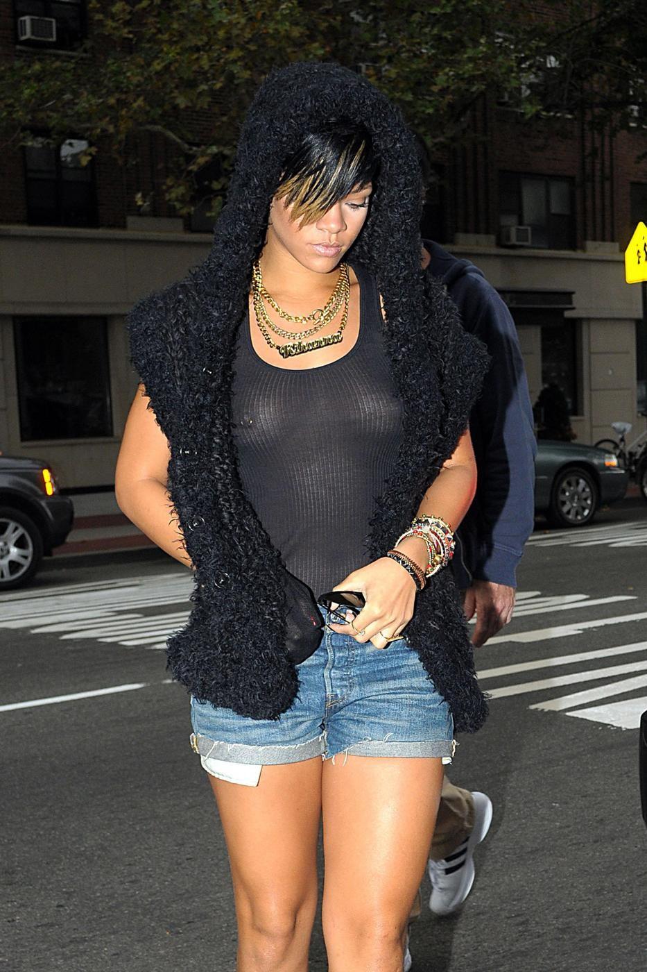 Rihanna_TitsThruBlack_2.jpg